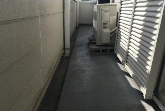 防水されたバルコニーの床に敷石やタイルを敷き詰める際にはご注意を