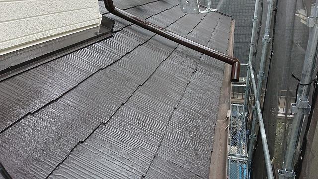 上塗り塗装後の下屋根