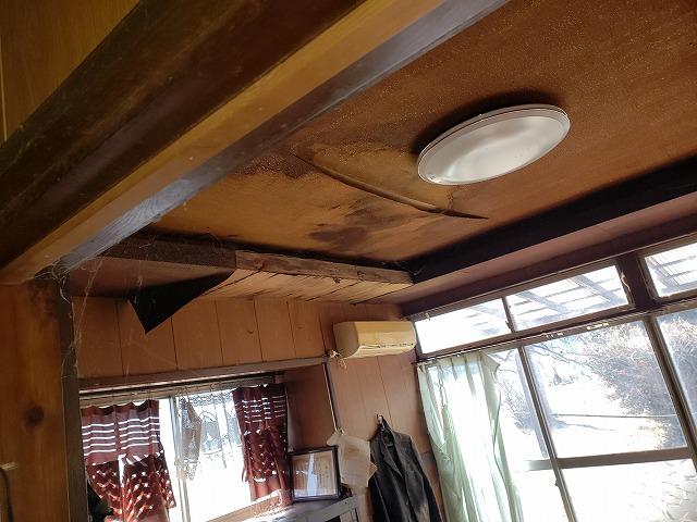 和光市にて雨漏りによって天井に染みが出来たお宅に現地調査に伺いました