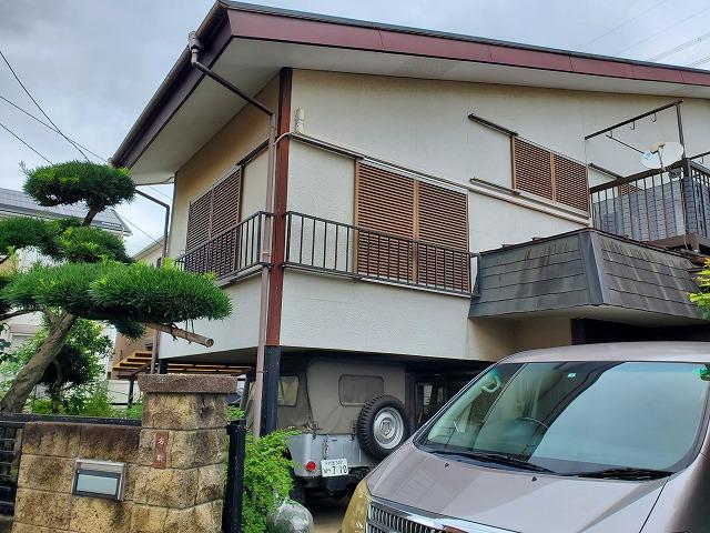 雨漏りしてしまい軒天に水が溜まり剥がれてしまった和光市のお家に現地調査にお伺いしました。