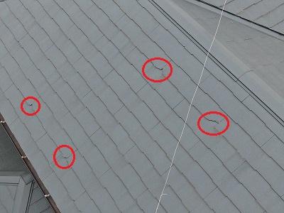 屋根の写真です。塗装されていますが、欠けが目立ってしまっています。