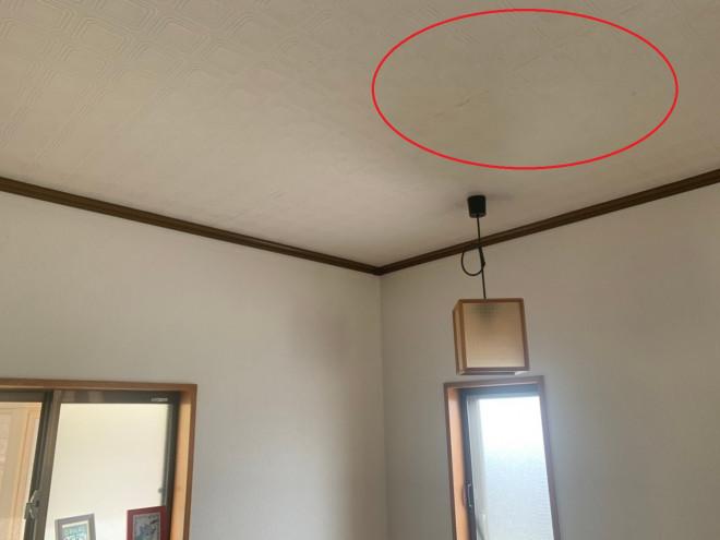 天理市で雨漏れの無料点検、見えない屋根上で日本瓦がめくれ上がり雨漏れ状態に