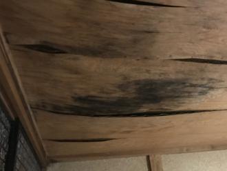 君津市内箕輪にて3年前からの雨漏りのご相談、金属屋根材への葺き替え工事をご提案いたしました