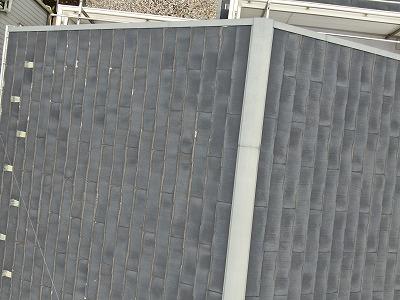 屋根の写真です。ところどころ、剥がれが見えます。