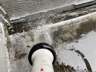 木更津市大久保にて雨漏りが発生し散水試験を実施、原因はベランダでした
