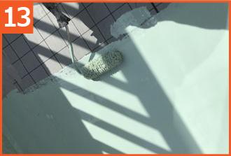 床面にウレタン防水材を塗布