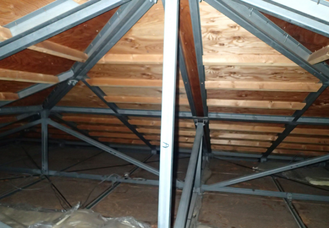 江戸川区興宮町にて築20年のお住いで雨漏り発生、屋根の点検を実施