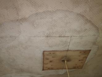 富津市佐貫にて外壁と瓦屋根の取り合いからの雨漏り、水切り板金で雨漏り解消のご提案