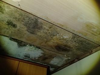 千葉市花見川区千種町にてスレート屋根からの雨漏り、屋根は定期的なメンテナンスが大切です