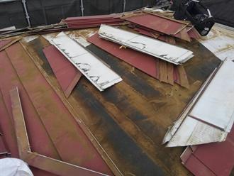八千代市八千代台北にて屋根カバー工法で施工された屋根で雨漏り発生、屋根葺き替え工事で原因追及と復旧を実施