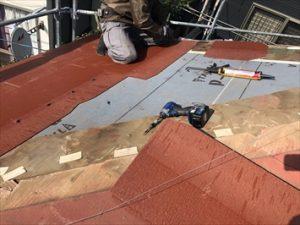 調布市国領町にて強風でスレート屋根が破損し雨漏りを引き起こしていた為、部分的に屋根葺き替え工事を実施