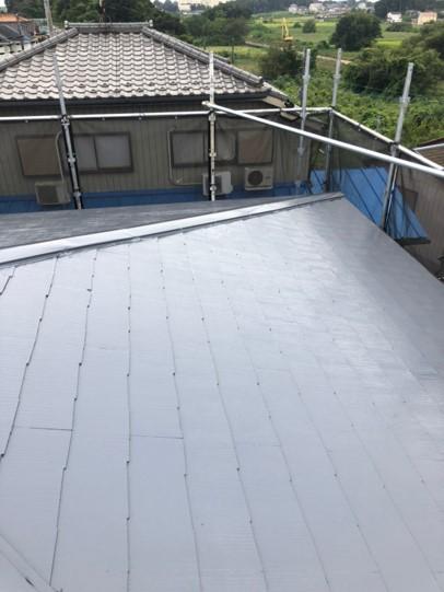 屋根塗装の中塗りをします