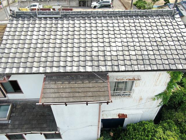 屋根瓦の様子。現状、瓦に割れやズレや見られません。