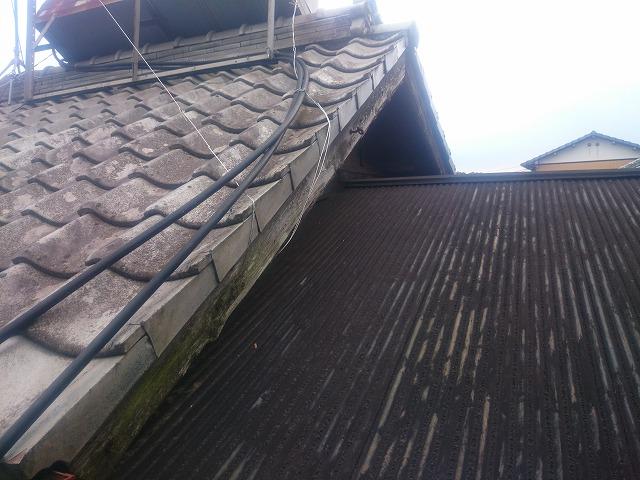 トタン屋根と瓦