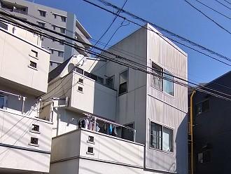 招き屋根と差し掛け屋根の複合タイプ