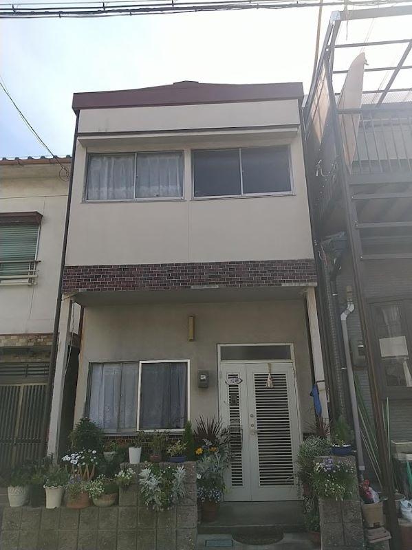 名古屋市港区で二階屋根(トタン)から雨漏りにより点検依頼でお伺いしました。