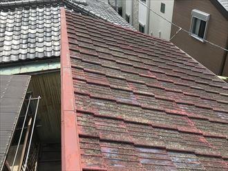 墨田区東向島にて屋根塗装を検討されていたセメント瓦を調査、雨漏りリスクを考慮し屋根葺き替え工事をご提案