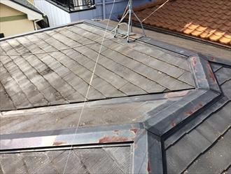 雨漏りを引き起こしているスレート屋根