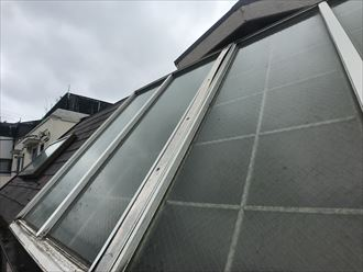 千葉市稲毛区稲丘町のアパートにて外階段の明り取り用天窓からの雨漏り補修点検