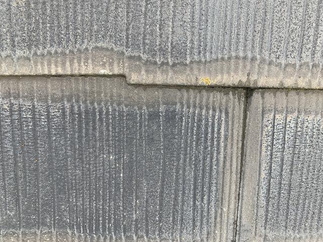 雨染みが起きている屋根材