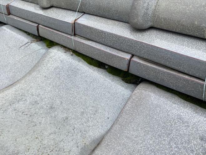 横浜市神奈川区鶴屋町にて瓦屋根での雨漏り調査を実施、経年による漆喰と防水紙の劣化を確認