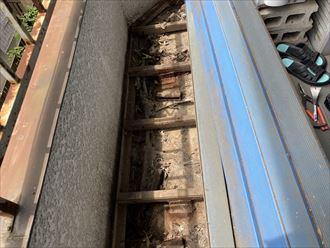 市川市曽谷にてオーバーハングバルコニーでの雨漏りを調査、ウレタン防水工事をご提案