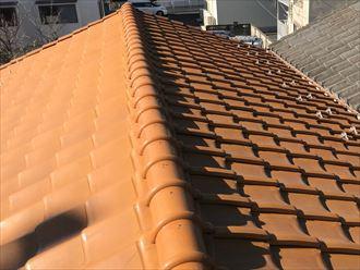 墨田区東向島での雨漏り調査にて瓦の浮き・ずれ修正の為棟の取り直し工事をご提案