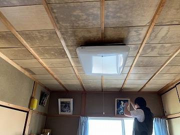 橿原市にて雨漏りによる天井の雨染み