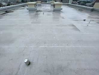 横浜市都筑区牛久保のマンションにて陸屋根の勾配(傾斜)・排水不良を確認