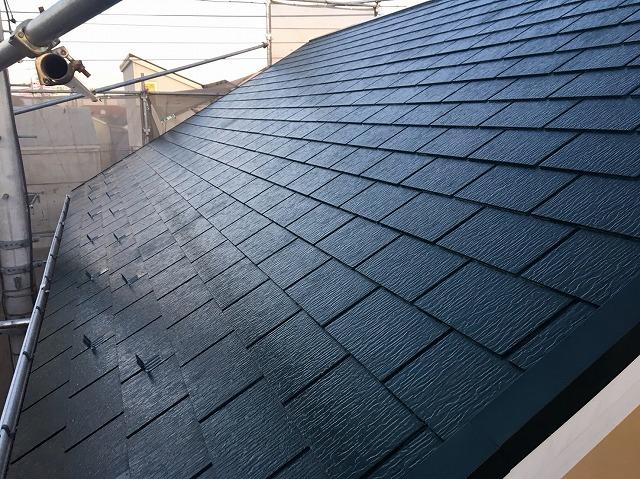 瓦の部分交換と屋根塗装が完了した屋根