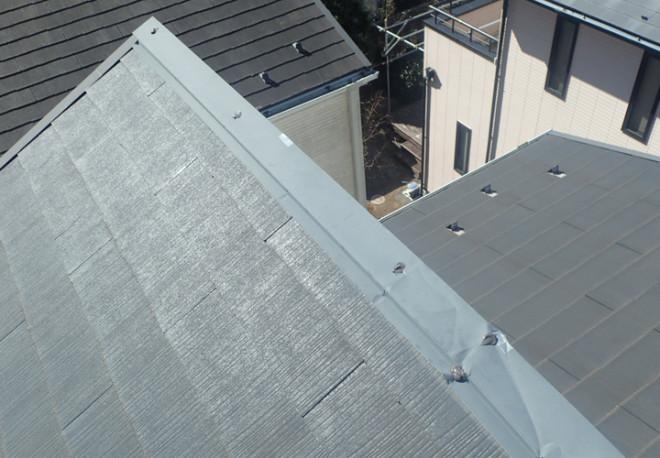 木更津市清見台東にて棟板金が捲れあがっていました、雨漏りを引き起こさないように応急処置をします