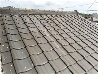 雨漏りを引き起こしている瓦屋根
