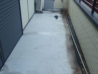 富津市青木にてバルコニーからの雨漏り調査を実施、サッシの位置と防水層の高さはぜひチェック!