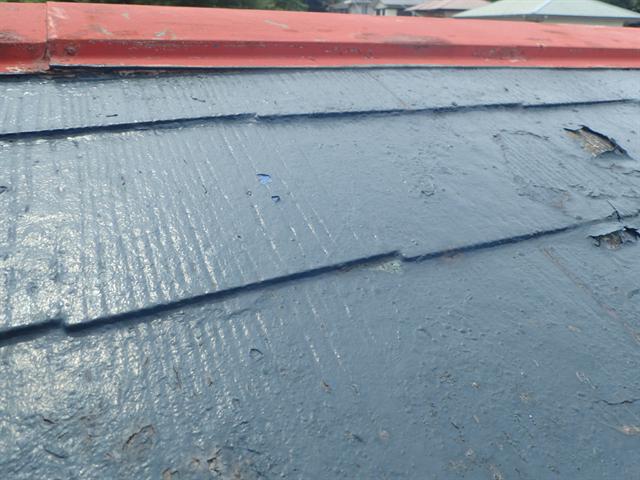 横浜市神奈川区神之木台にてDIYの屋根塗装が原因による雨漏り発生