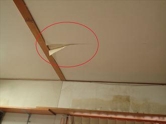 天井での雨漏り