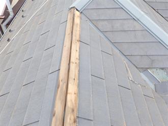 鎌ケ谷市東道野辺にて強風によるスレート屋根破損状況を調査、雨漏りを起こしてしまう前の補修が重要