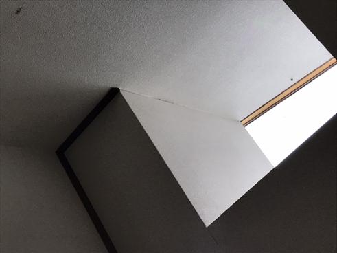 三島市天井クロス剥がれ天窓