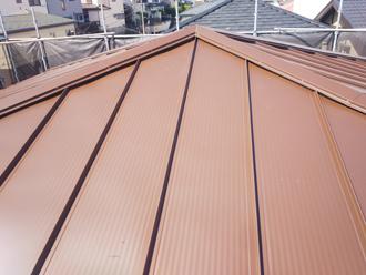 雨漏りしにくい嵌合式の屋根に葺き替え