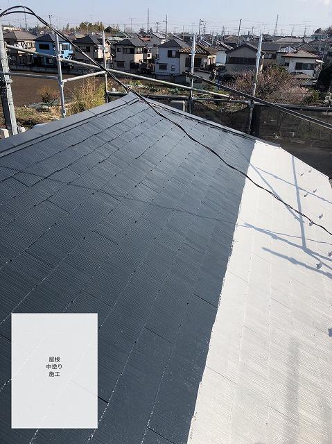 中塗り途中の屋根