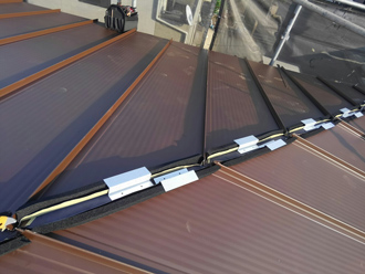 防水スポンジと貫板を取り付けるための金具を設置
