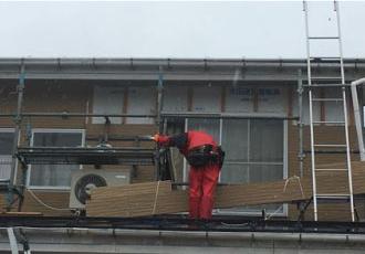 新しい外壁材を施工