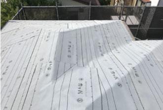野地板の上に敷かれた防水紙
