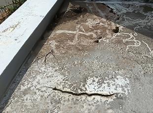 ひび割れた防水層