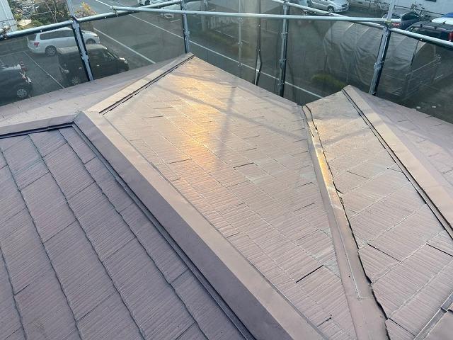 瓦の継ぎ目に隙間がない屋根